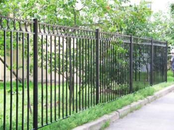 Металлический забор - пример огражедения