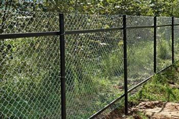 Ограждение участка - с помощью сетки рабица