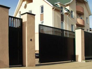 Черные откатные ворота - открываются